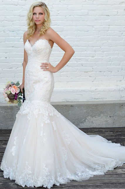 Vintage Lace Appliques Long Mermaid Tulle Strapless Wedding Dress