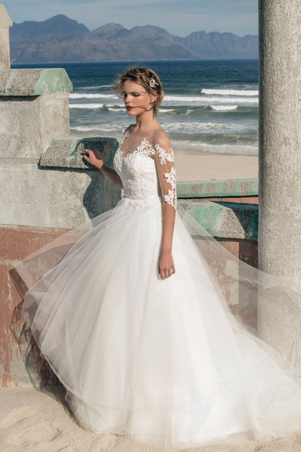 Glamour Lace Appliqued Illusion Bateau Neck A-line Tulle Wedding Dress with Beading
