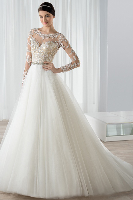 Sophisticated Lace Bodice A-line Tulle Wedding Dress with Crystal Belt