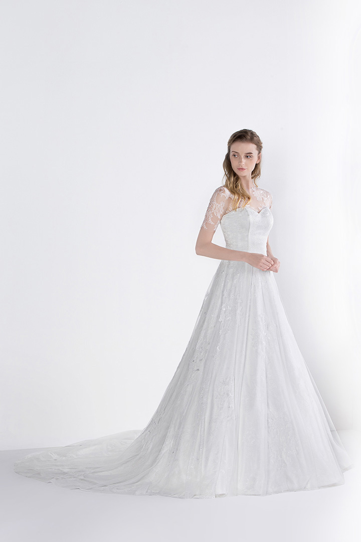 Lace Appliques Jewel Neck Half Sleeved A-line Long Tulle Wedding Dress