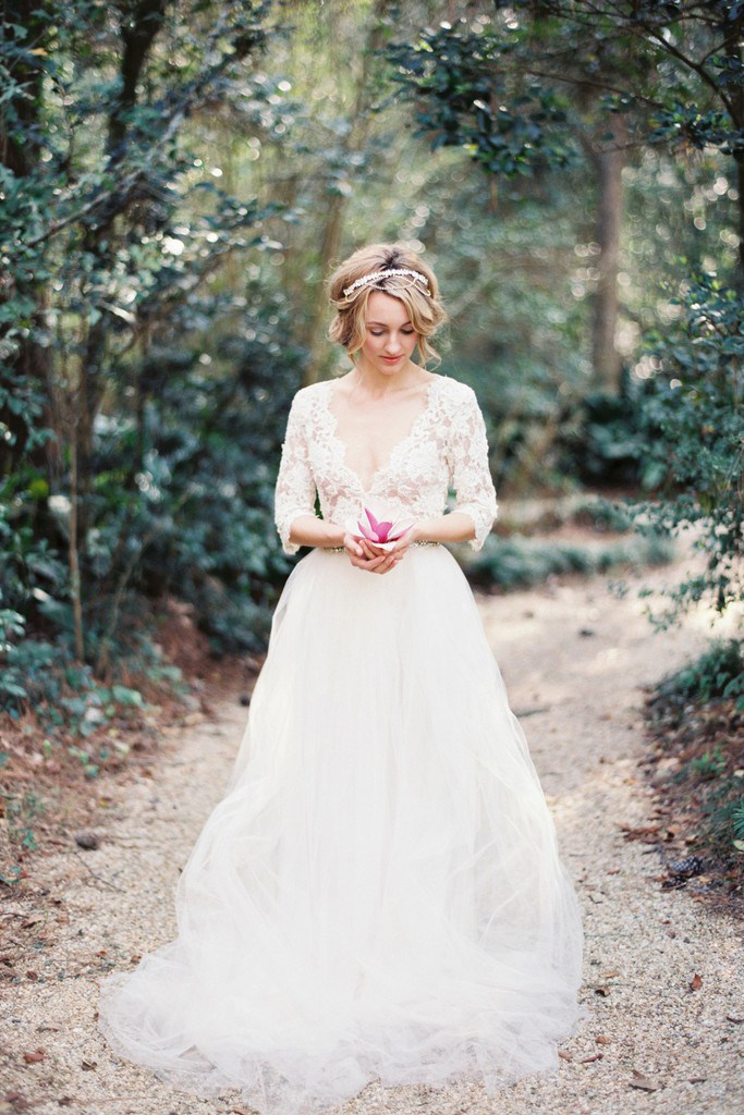 V Neck 3/4 Sleeved Ball Gown Tulle Wedding Dress with Lace Bodice