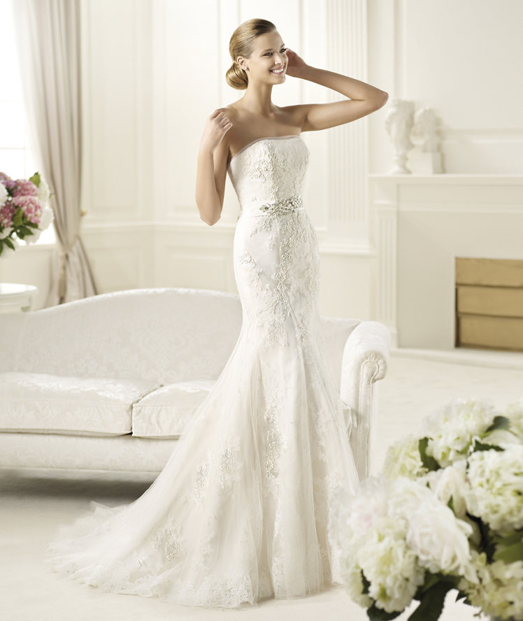 Exquisite Trumpet/Mermaid Strapless Beading Lace Sweep/Brush Train Tulle Wedding Dresses
