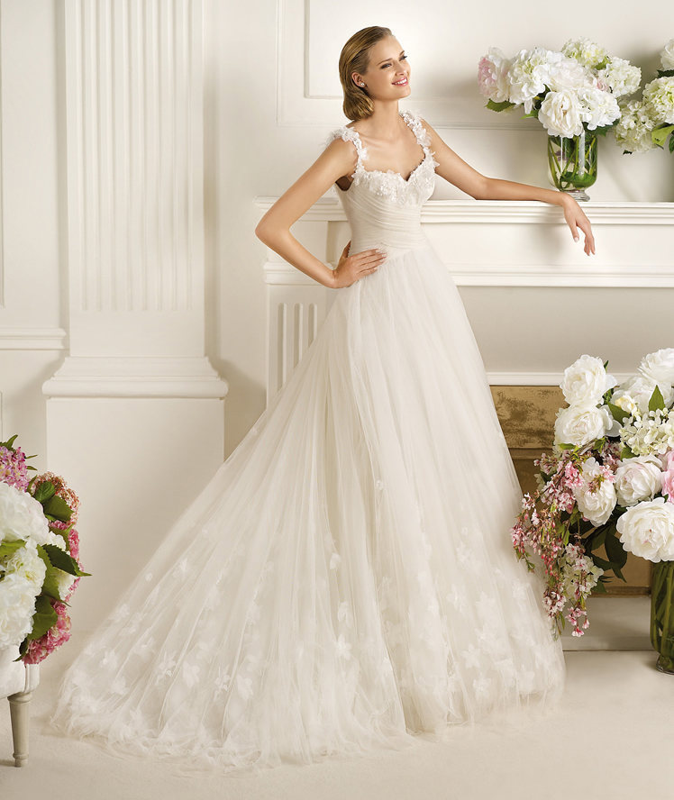 Exquisite A-line Spaghetti Straps Beading Hand Made Flowers Sweep/Brush Train Tulle Wedding Dresses
