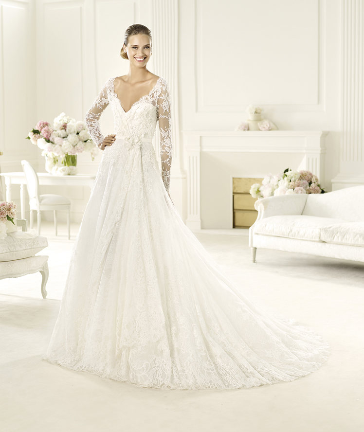 Exquisite A-line V-neck Long Sleeve Hand Made Flowers Sweep/Brush Train Lace Wedding Dresses