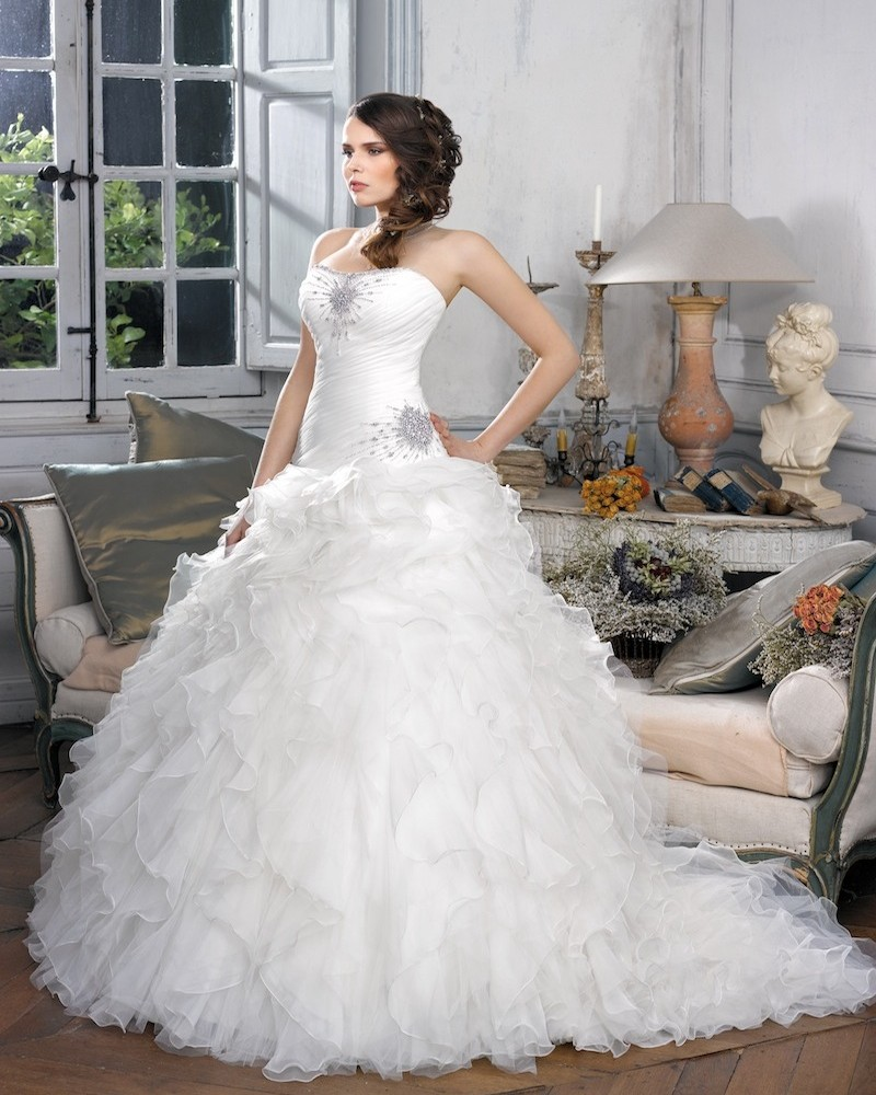 Honorable Ball Gown Strapless Beading Crystal Ruching Sweep/Brush Train Organza Wedding Dresses