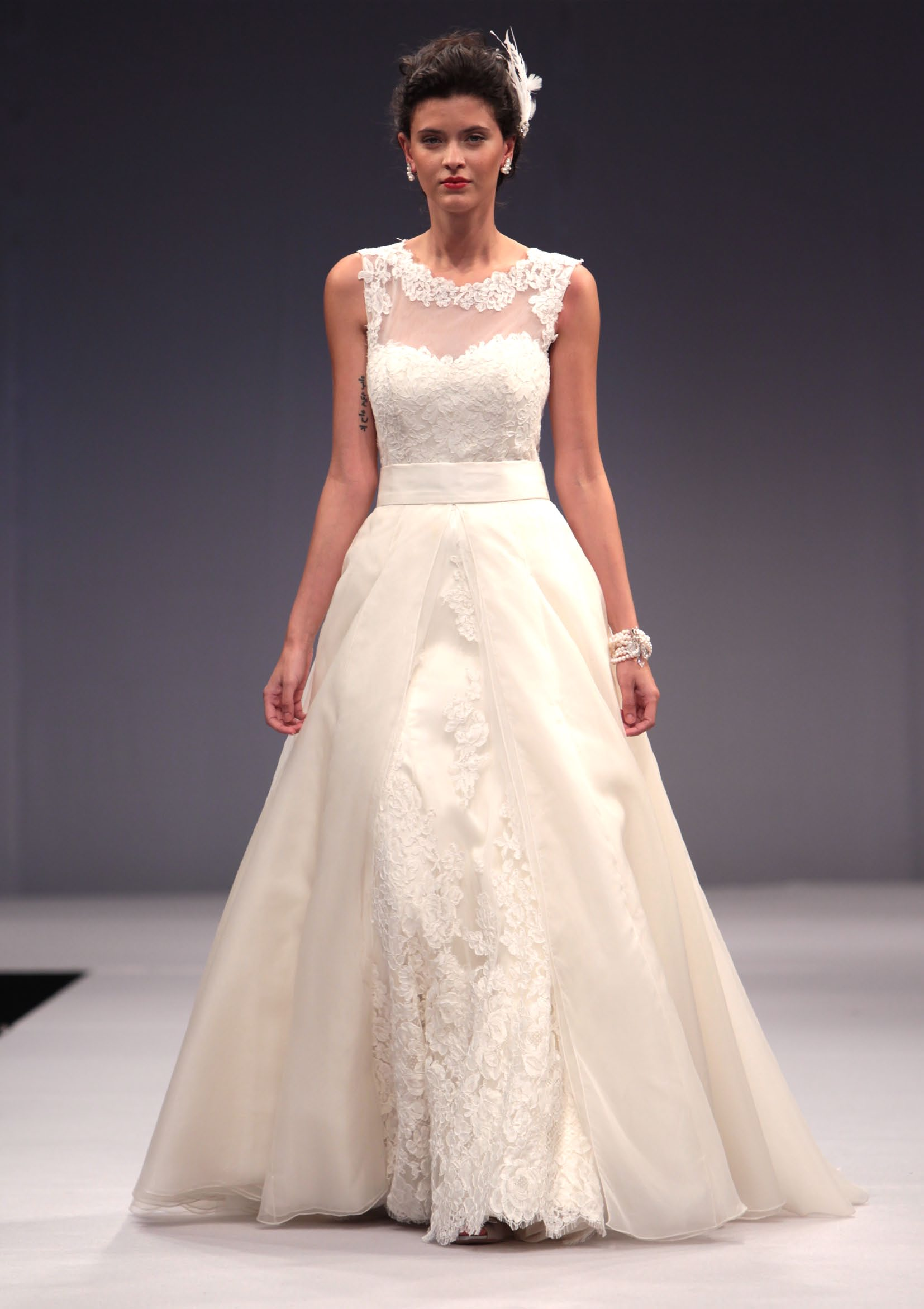 Gorgeous A-line Illusion Neck Lace Sweep/Brush Train Organza Wedding Dress