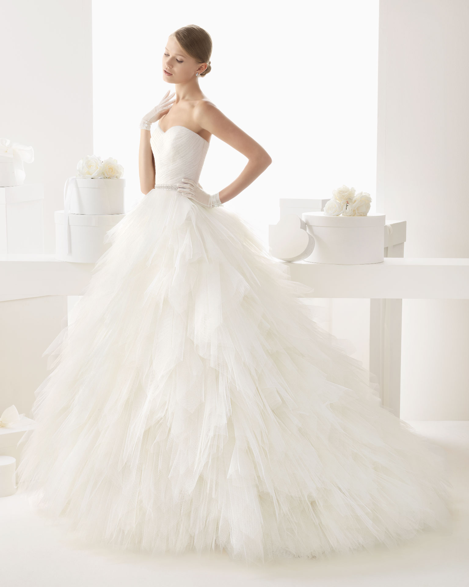 Simple A-line Sweetheart Beading Ruching Chapel Train Tulle Wedding Dresses