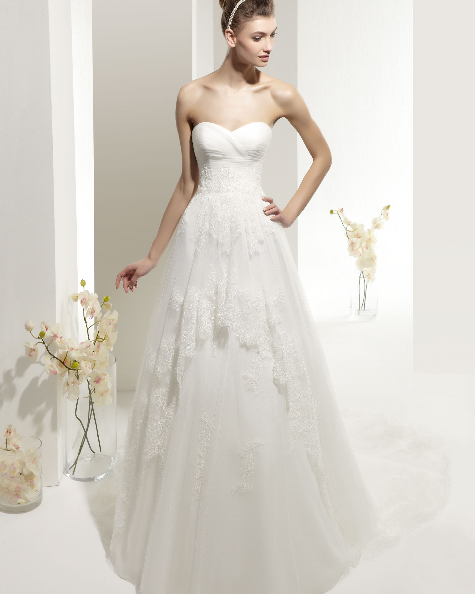 Simple A line Sweetheart Lace Brush Train Tulle Wedding