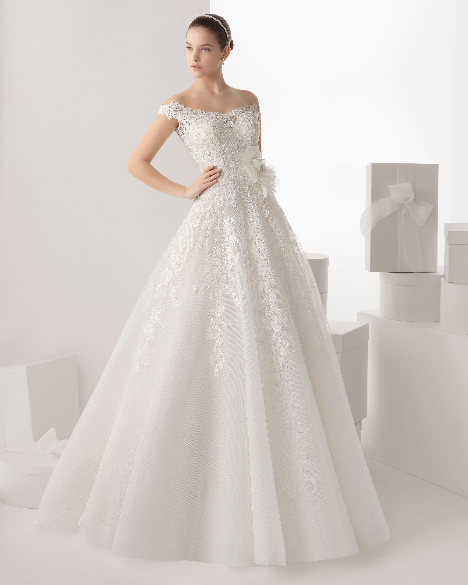 Honorable A-line Off-the-shoulder Lace Sequins Hand Made Flowers Sweep/Brush Train Tulle Wedding Dresses