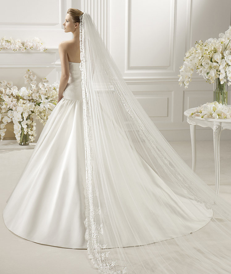 Honorable One Tier Lace Tulle Wedding Veils