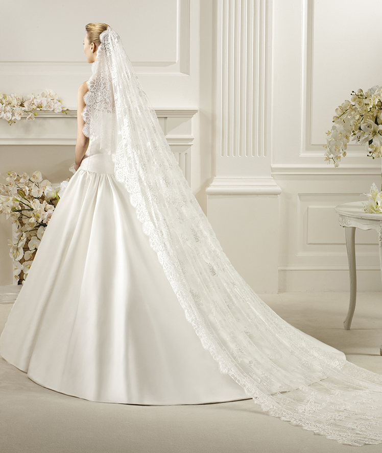 Honorable One Tier Lace Fabric Wedding Veils