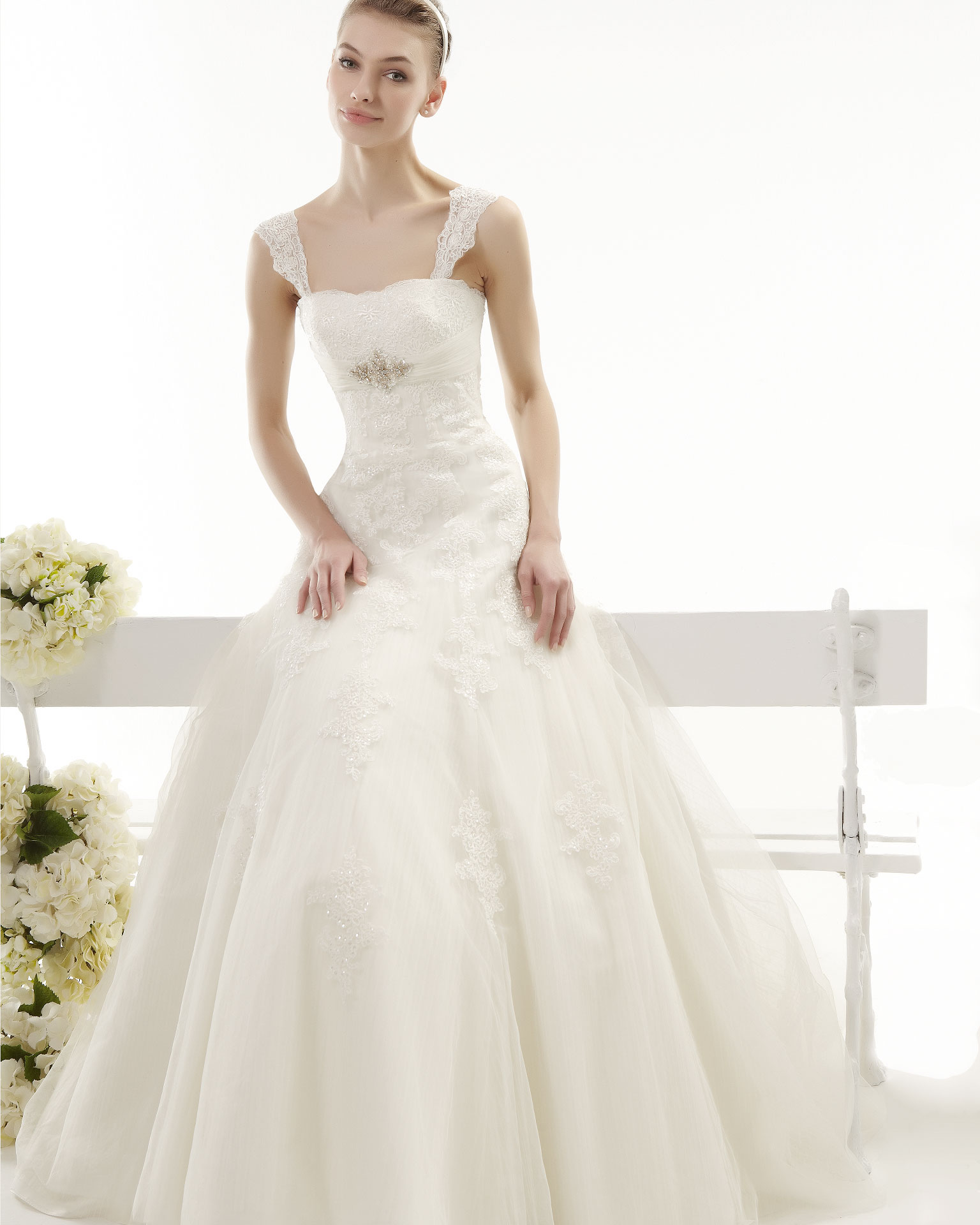 Elegant A-line Straps Beading&Crystal&Sequins Lace Sweep/Brush Train Tulle Wedding Dresses