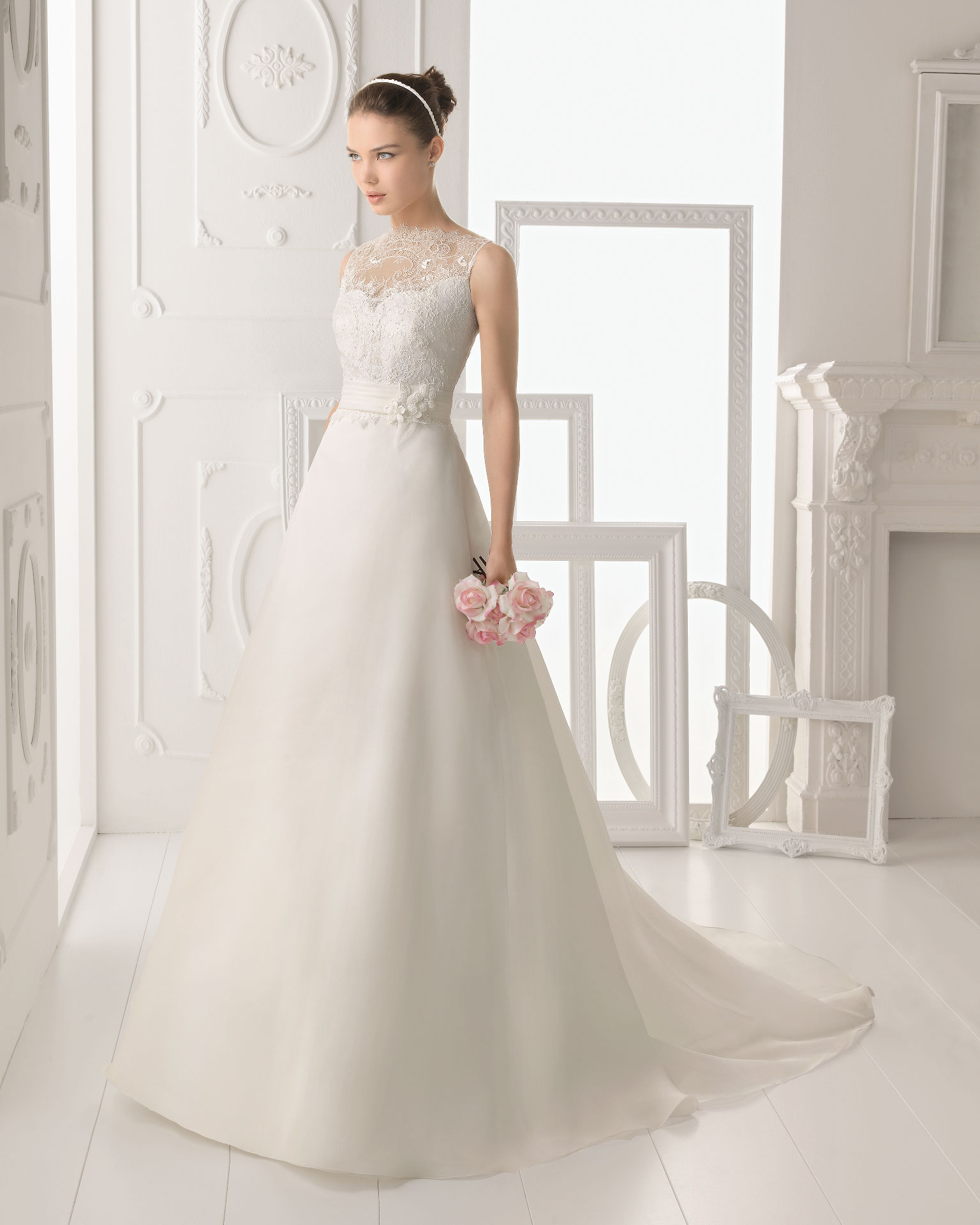 Simple A-line Straps Beading Lace Hand Made Flowers Sweep/Brush Train Organza Wedding Dresses