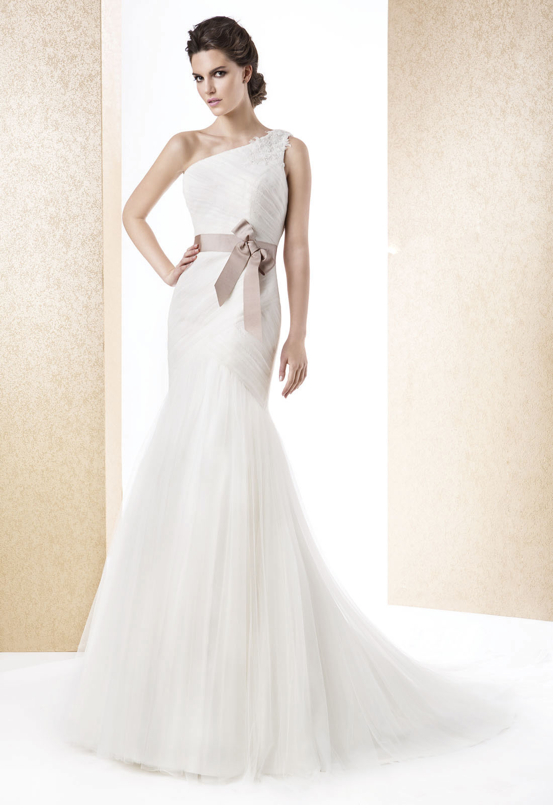 Sexy Trumpet/Mermaid One Shoulder Beading Lace Ruching Sweep/Brush Train Tulle Wedding Dresses