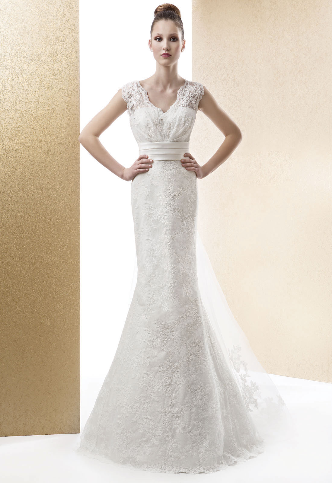 Sexy Trumpet/Mermaid Straps Beading Lace Sweep/Brush Train Lace Wedding Dresses
