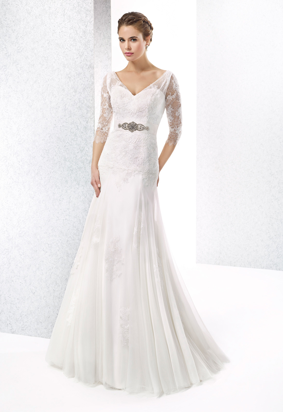 Simple A-line V-neck Beadin&Crystal Sashes/Ribbons Lace Sweep/Brush Train Tulle Wedding Dresses