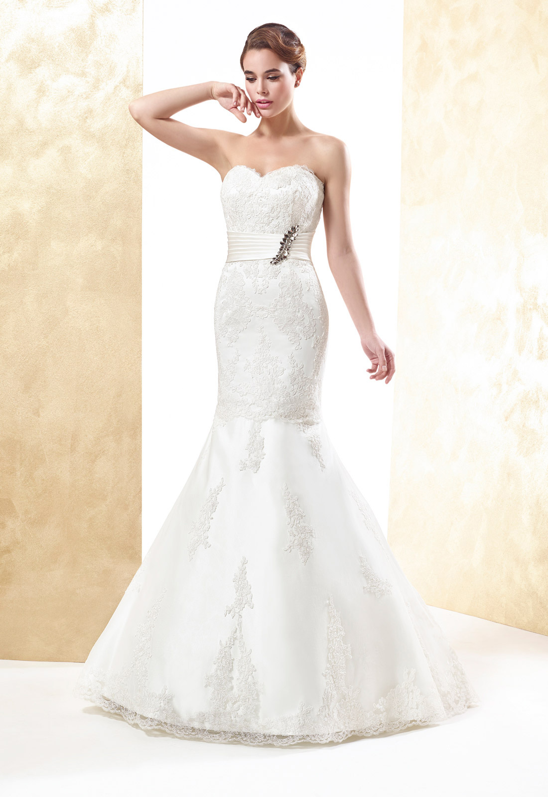 Sexy Trumpet/Mermaid Sweetheart Crystal Detailing Lace Sweep/Brush Train Wedding Dresses