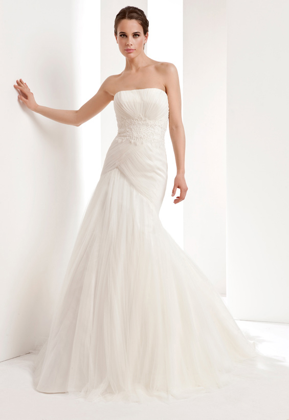 Simple Trumpet/Mermaid Strapless Lace Ruching Sweep/Brush Train Tulle Wedding Dresses