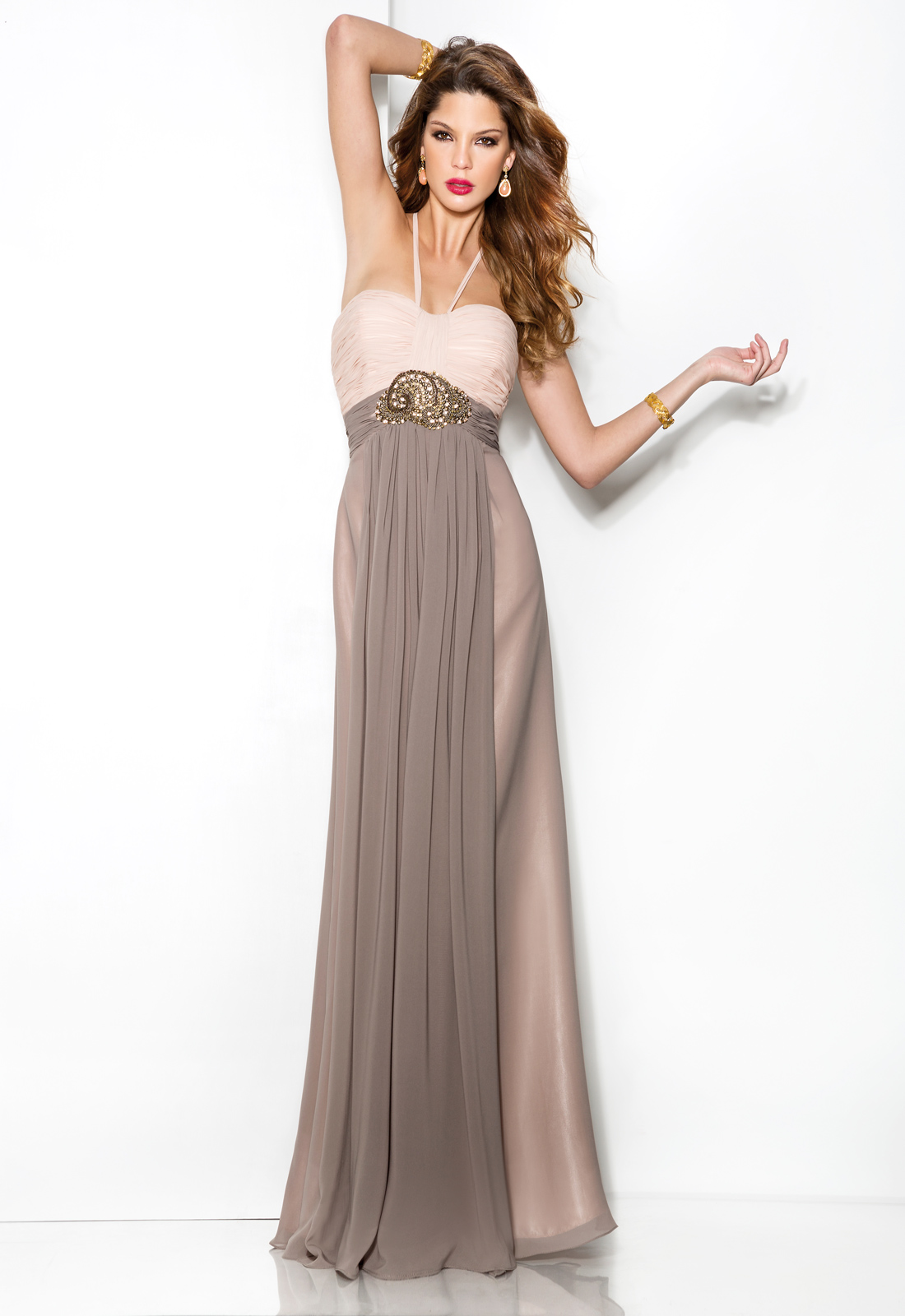 Charming Sheath/Column Halter Pearl Ruching Floor-length Chiffon Evening Dress