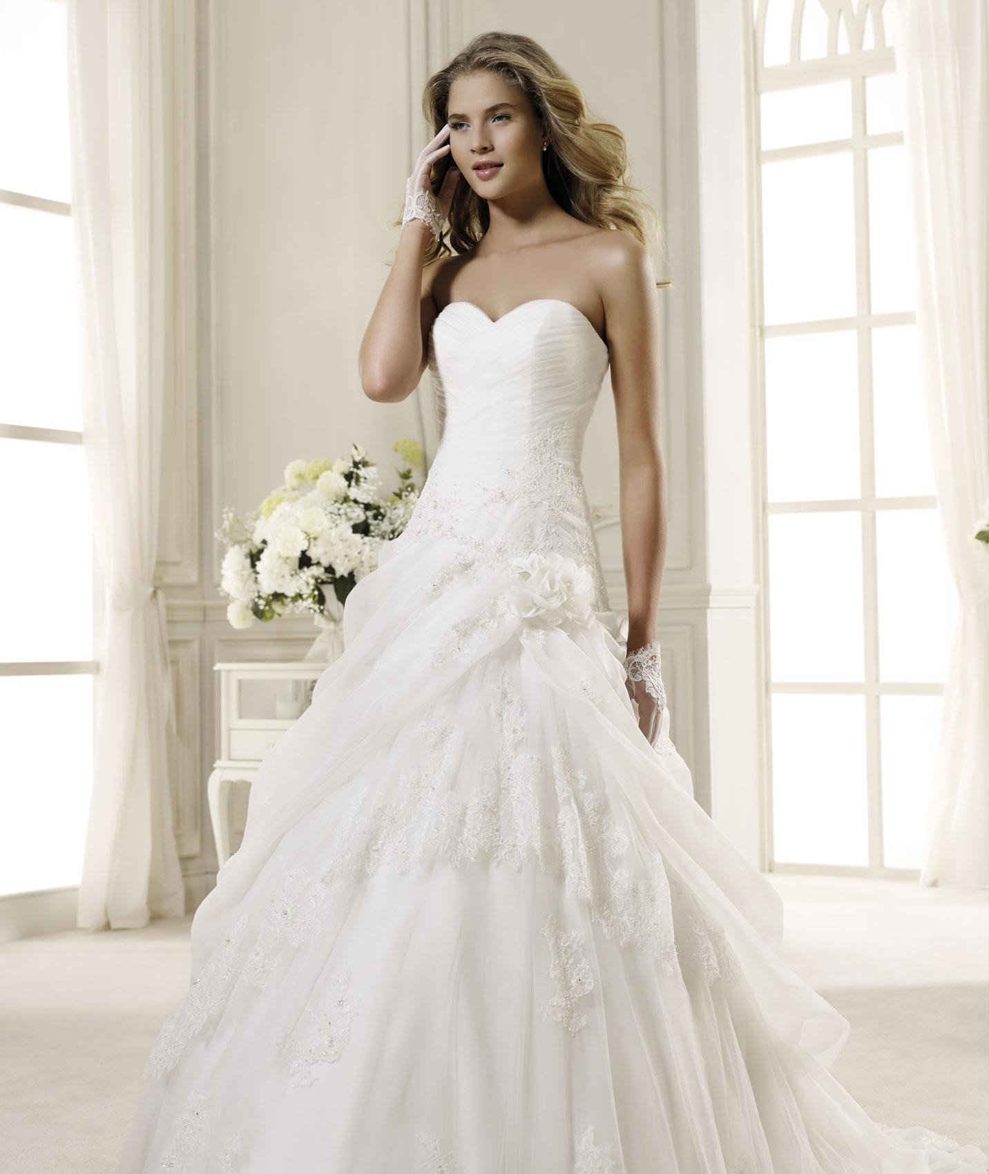 Charming A-line Sweetheart Beading&Sequins Lace Sweep/Brush Train Organza Wedding Dresses