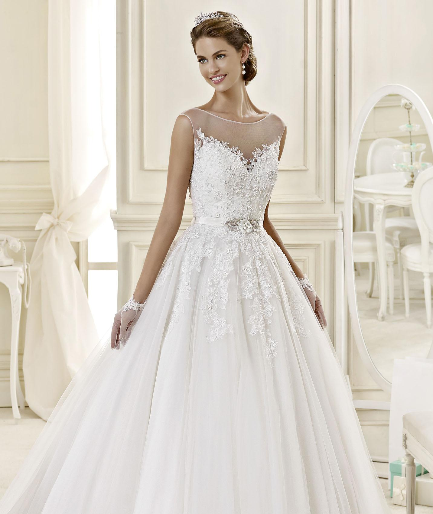 Exquisite A-line Bateau Straps Beading&Sequins Lace Hand Made Flowers Sweep/Brush Train Tulle Wedding Dresses