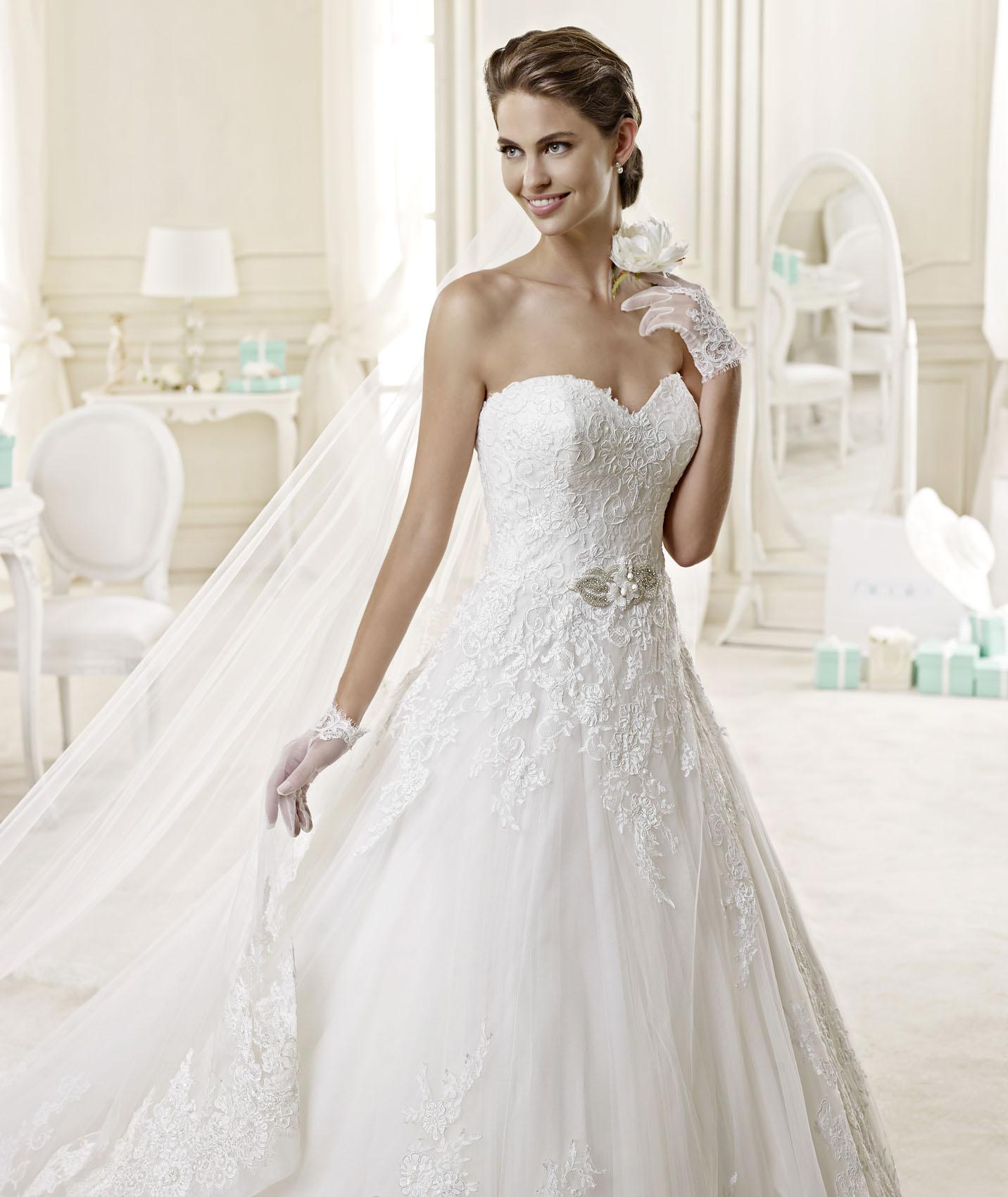 Exquisite A-line Sweetheart Beading&Sequins Lace Chapel Train Tulle Wedding Dresses