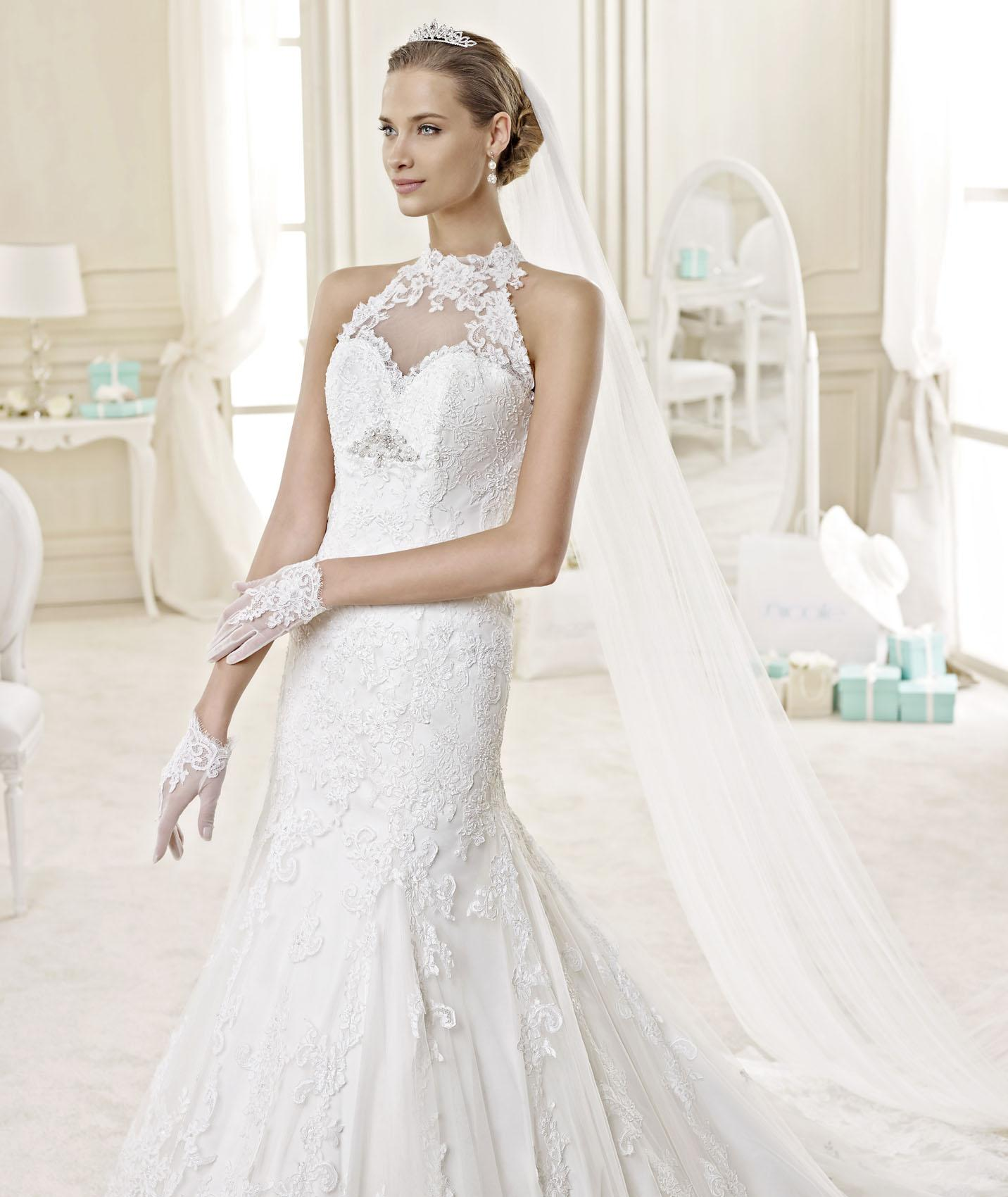 Exquisite A-line Halter Beading Lace Chapel Train Tulle Wedding Dresses