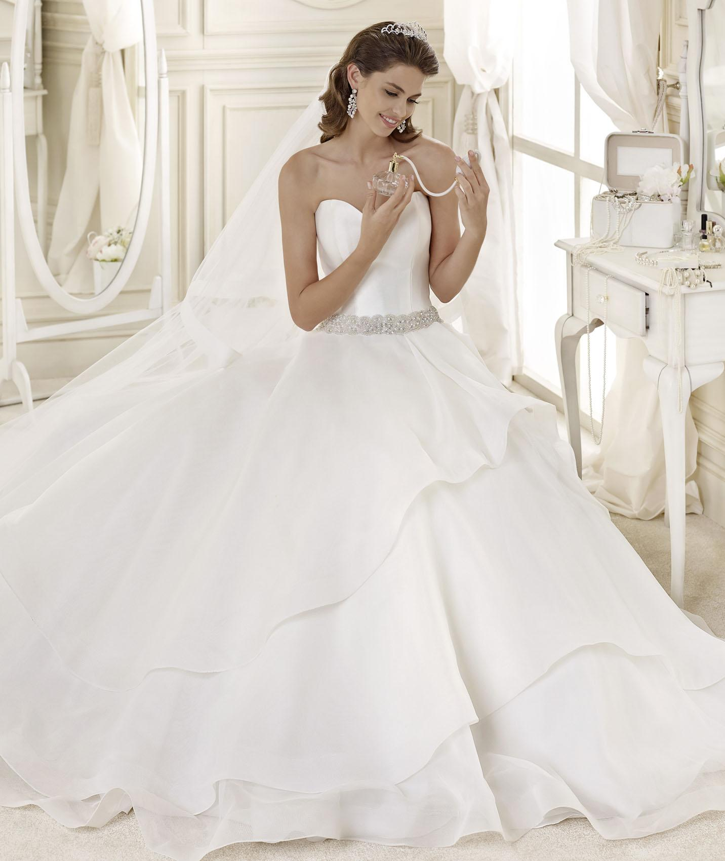 Simple A-line Sweetheart Beading Chapel Train Organza Wedding Dresses