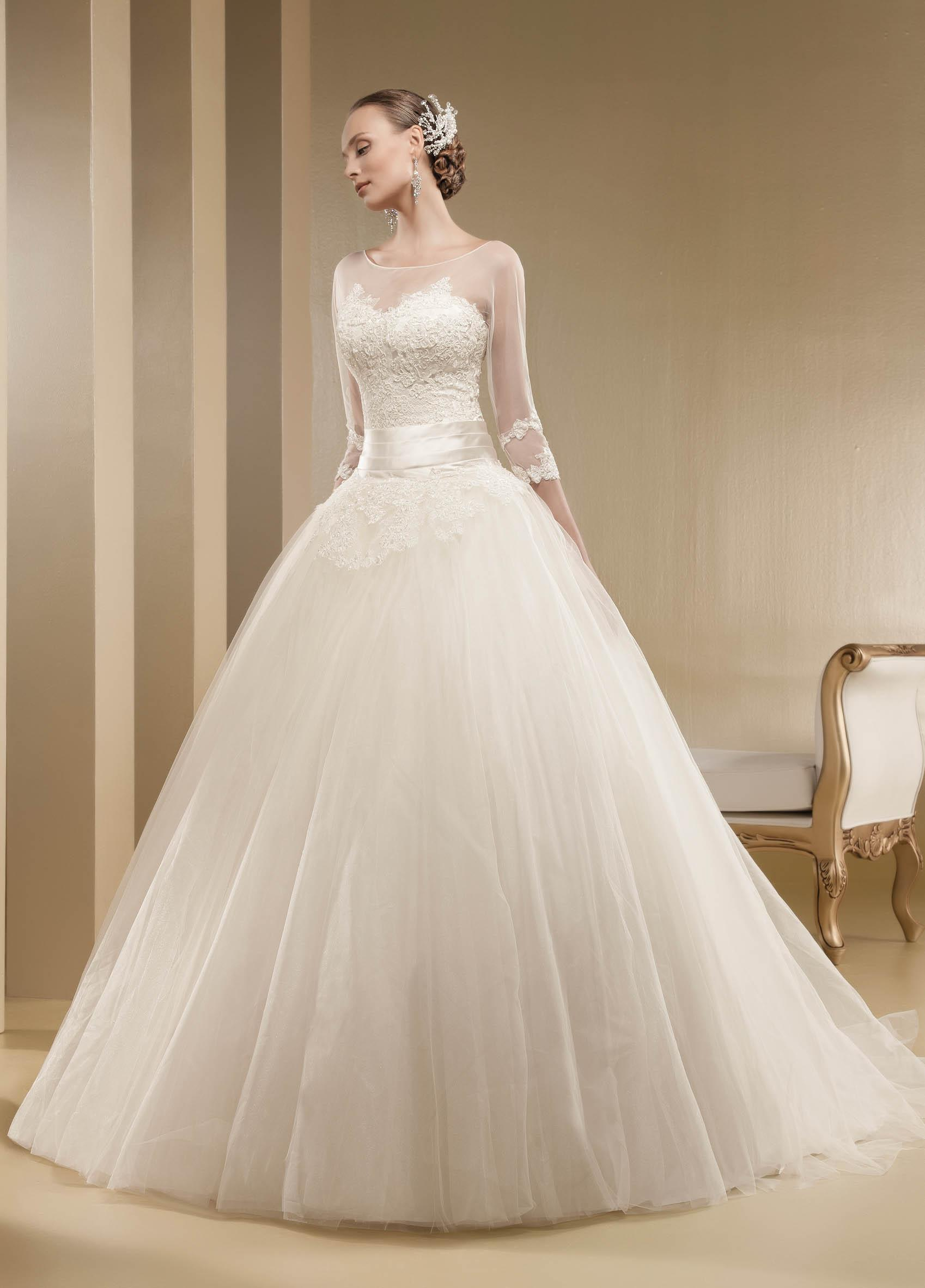 Charming A-line Bateau Illusion Neck Beading&Sequins Bow(s) Lace Chapel Train Tulle Wedding Dresses