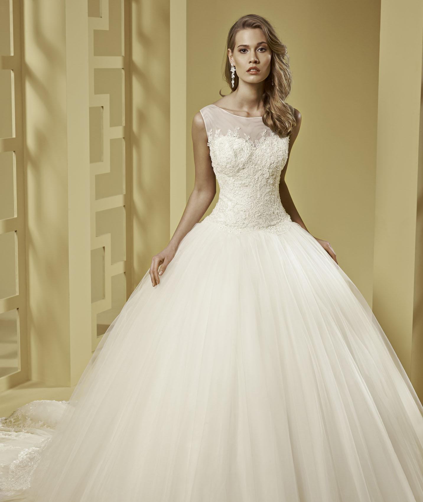 Elegant Ball Gown Bateau Straps Beading&Sequins Lace Chapel Train Tulle Wedding Dresses