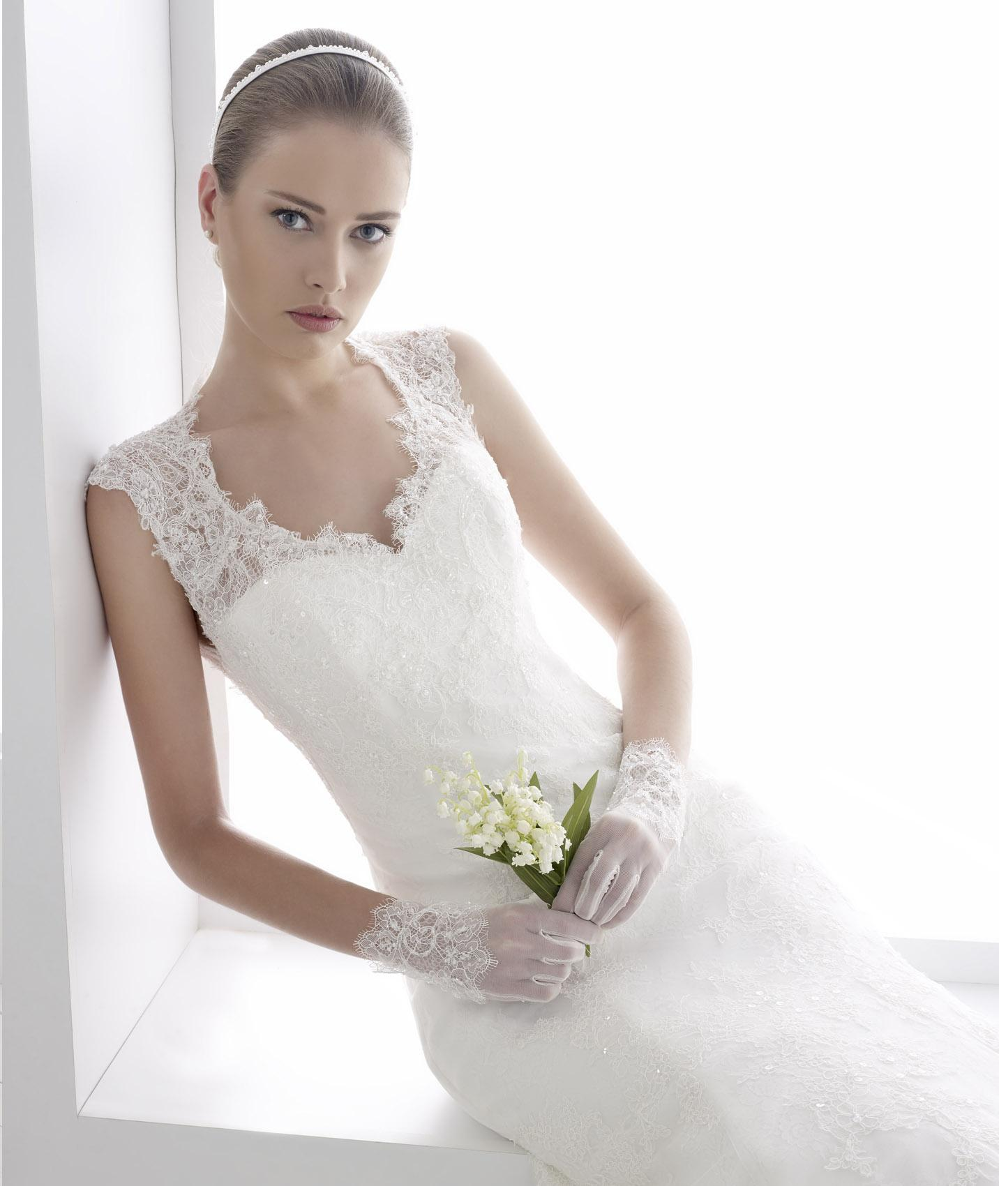 Elegant A-line Straps Beading&Sequins Lace Sweep/Brush Train Wedding Dresses