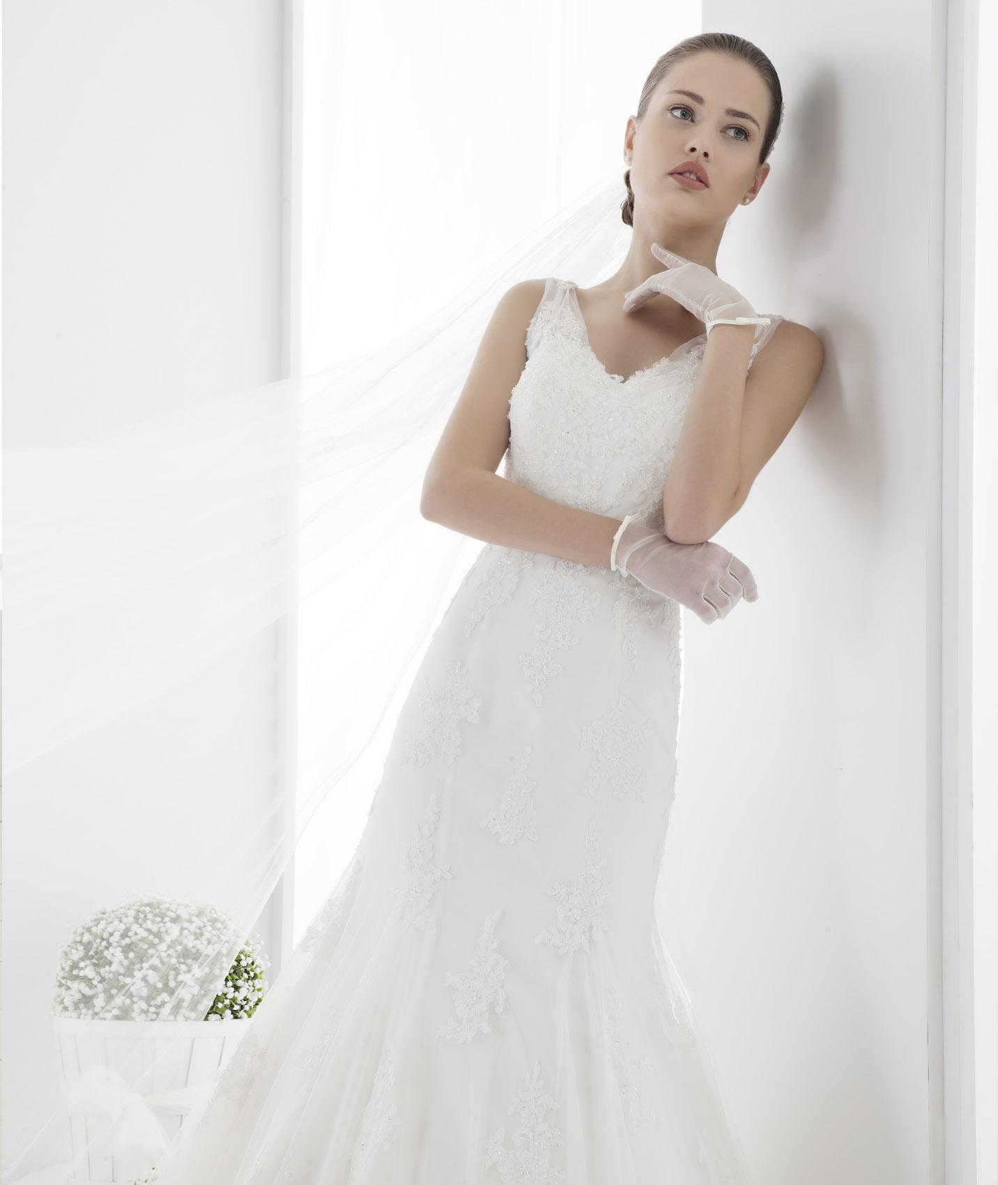 Charming A-line Straps V-neck Beading&Sequins Lace Chapel Train Tulle Wedding Dresses