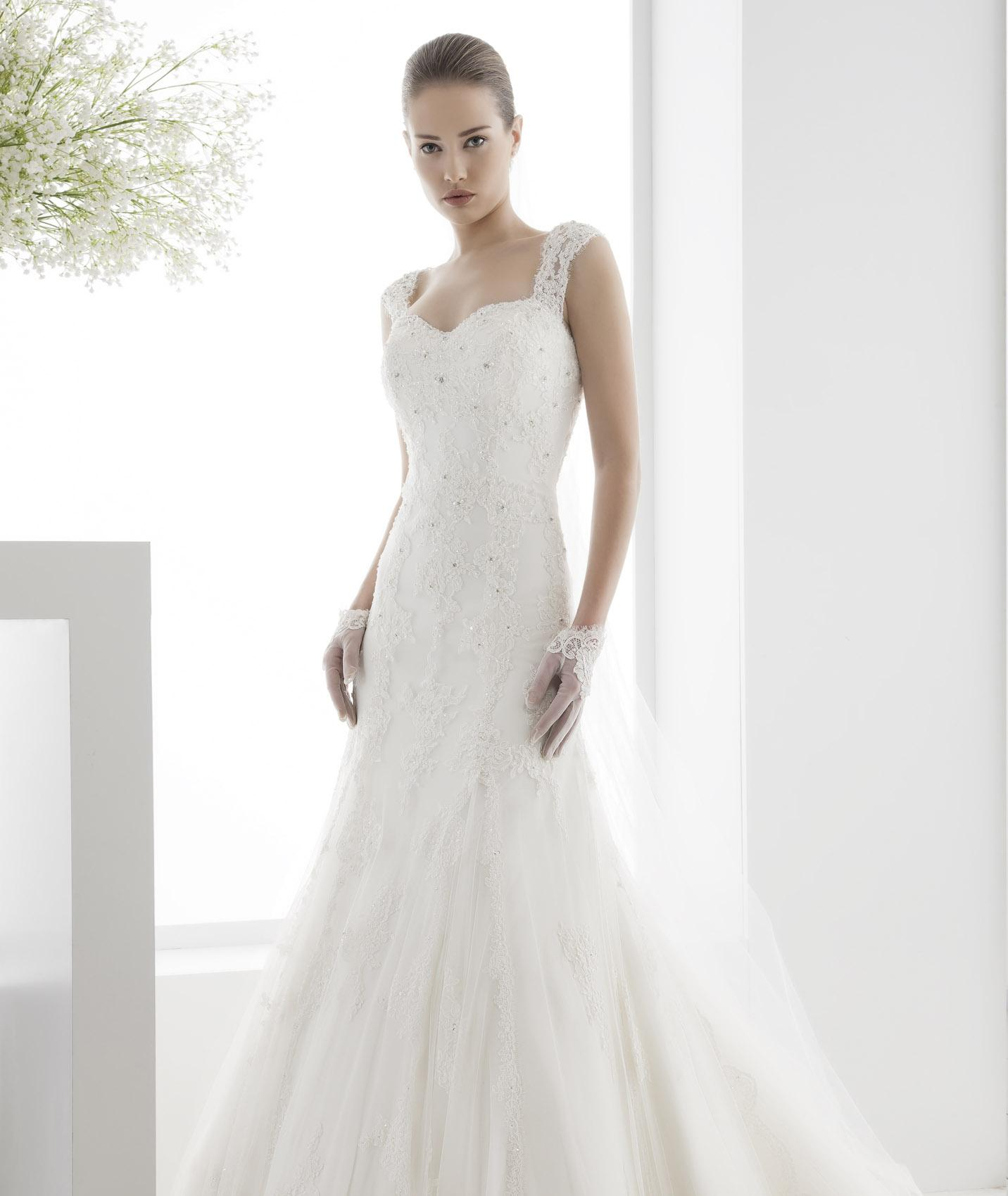 Exquisite A-line Straps Beading&Crystal&Sequins Lace Chapel Train Tulle Wedding Dresses