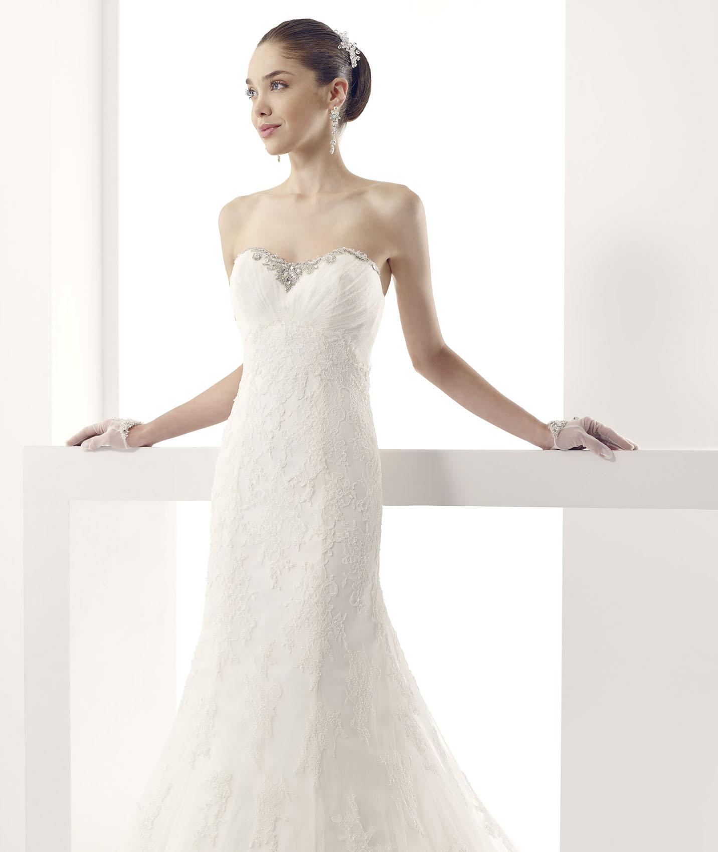 Elegant Sheath/Column Sweetheart Beading&Crystal&Sequin Lace Sweep/Brush Train Wedding Dresses