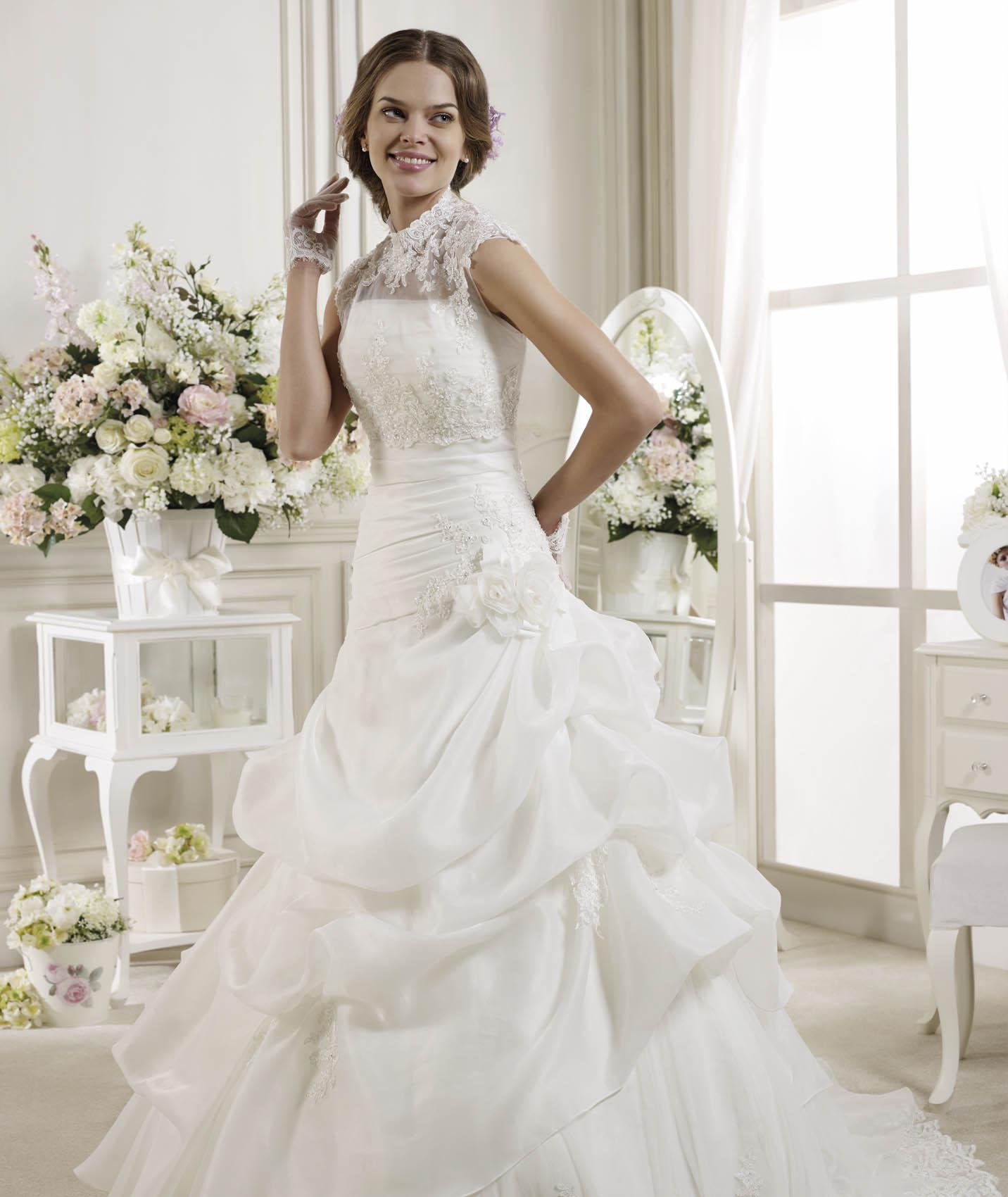 Generous A-line Strapless Beading&Sequins Lace Flowers Sweep/Brush Train Organza Wedding Dresses
