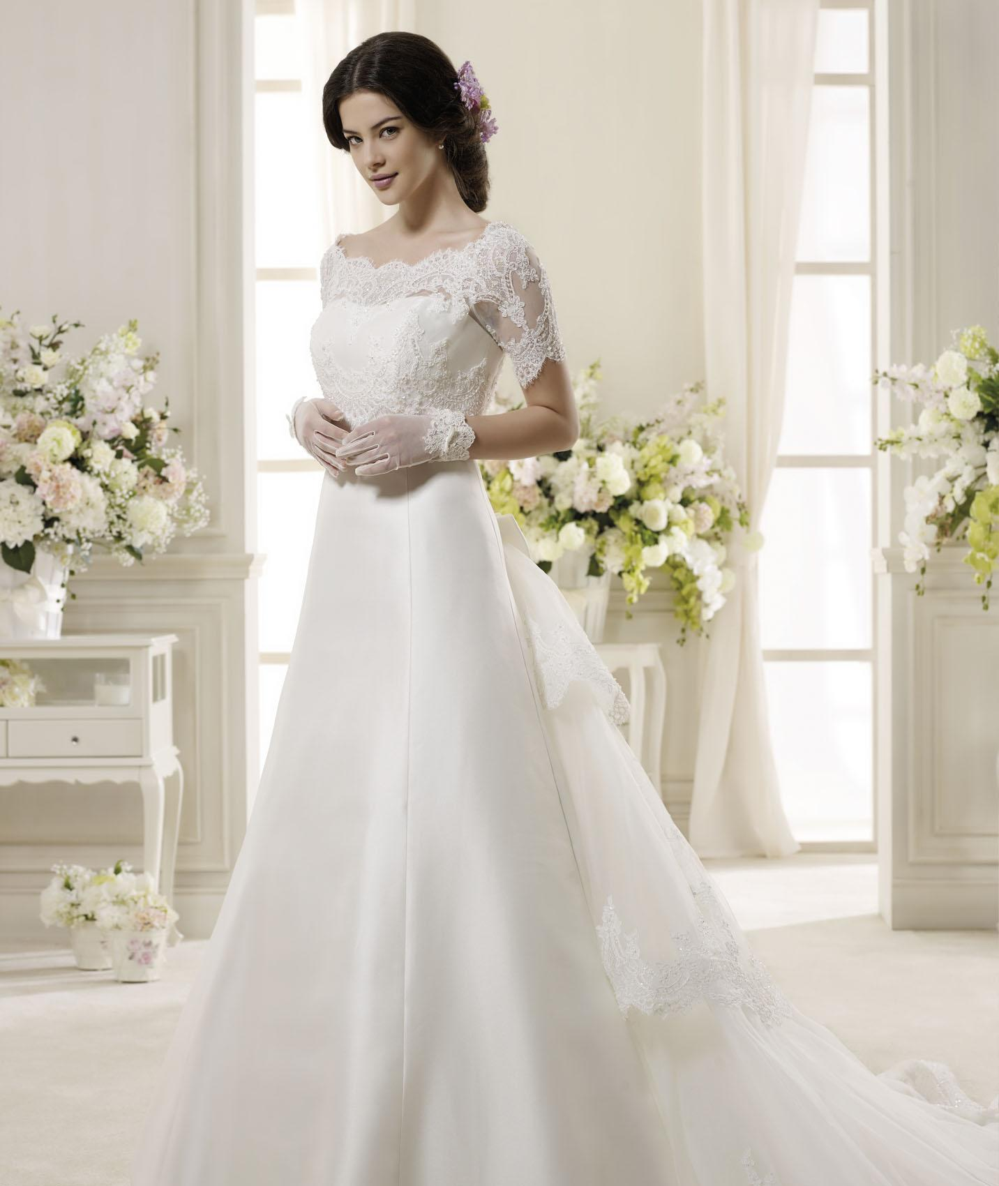 Generous A-line Bateau Beading&Sequins Bow(s) Lace Sweep/Brush Train Satin Wedding Dresses