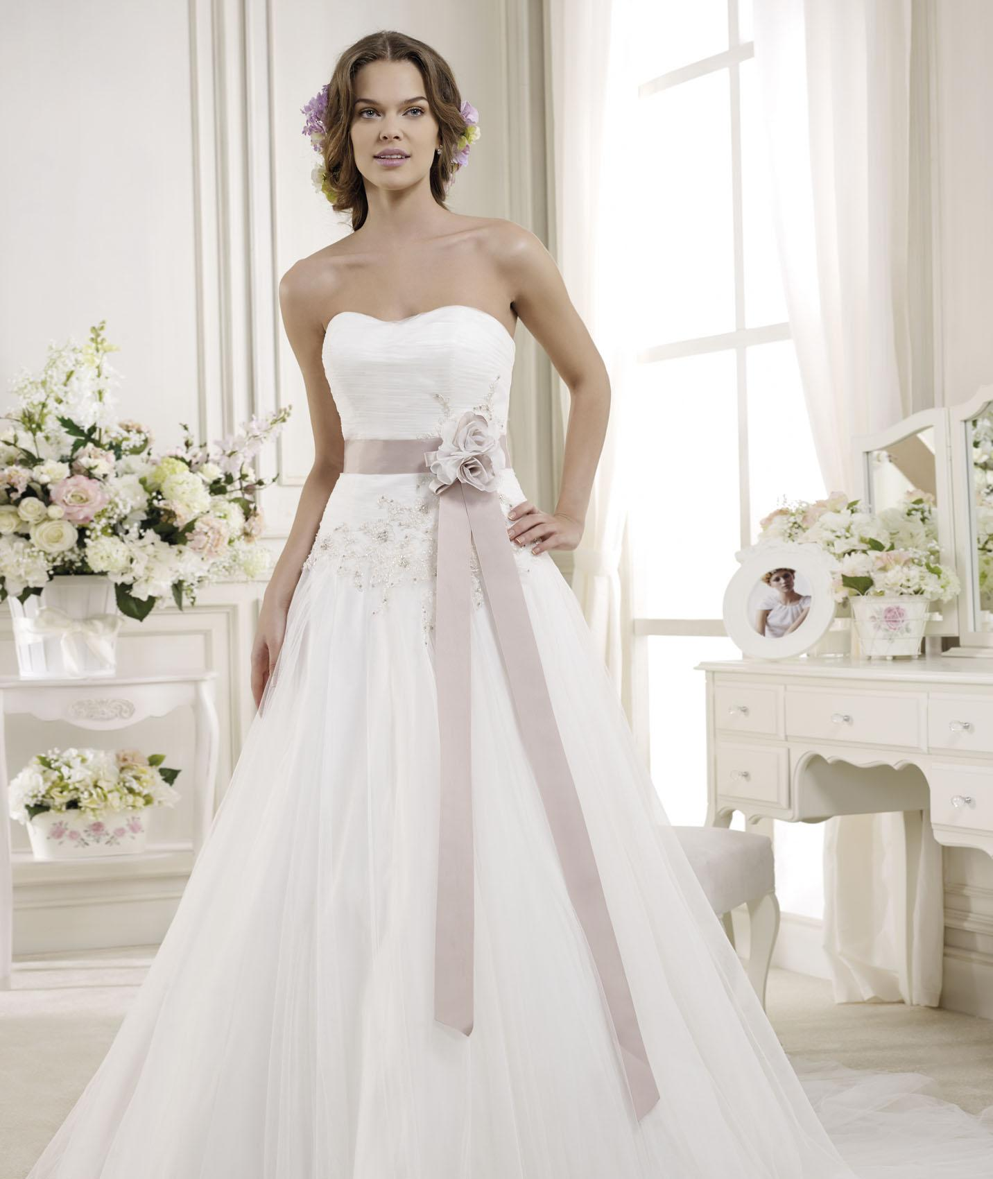 Simple A-line Strapless Beading&Sequins Lace Sweep/Brush Train Tulle Wedding Dresses