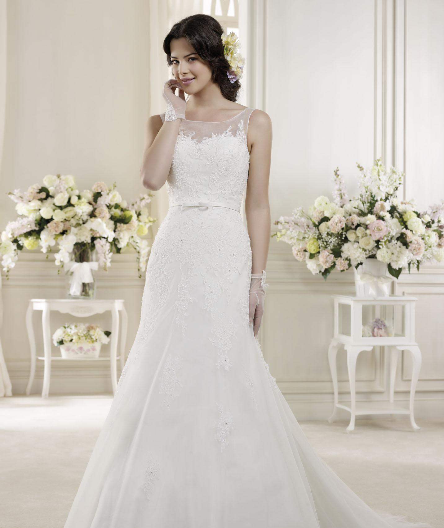 Elegant A-line Straps Beading&Sequins Lace Sweep/Brush Train Tulle Wedding Dresses