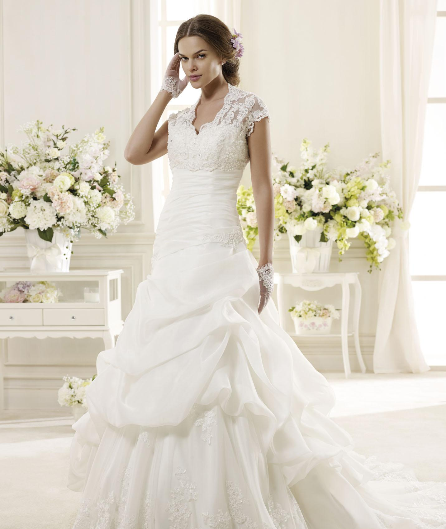 Generous A-line V Neck Beading&Sequins Lace Sweep/Brush Train Organza Wedding Dresses