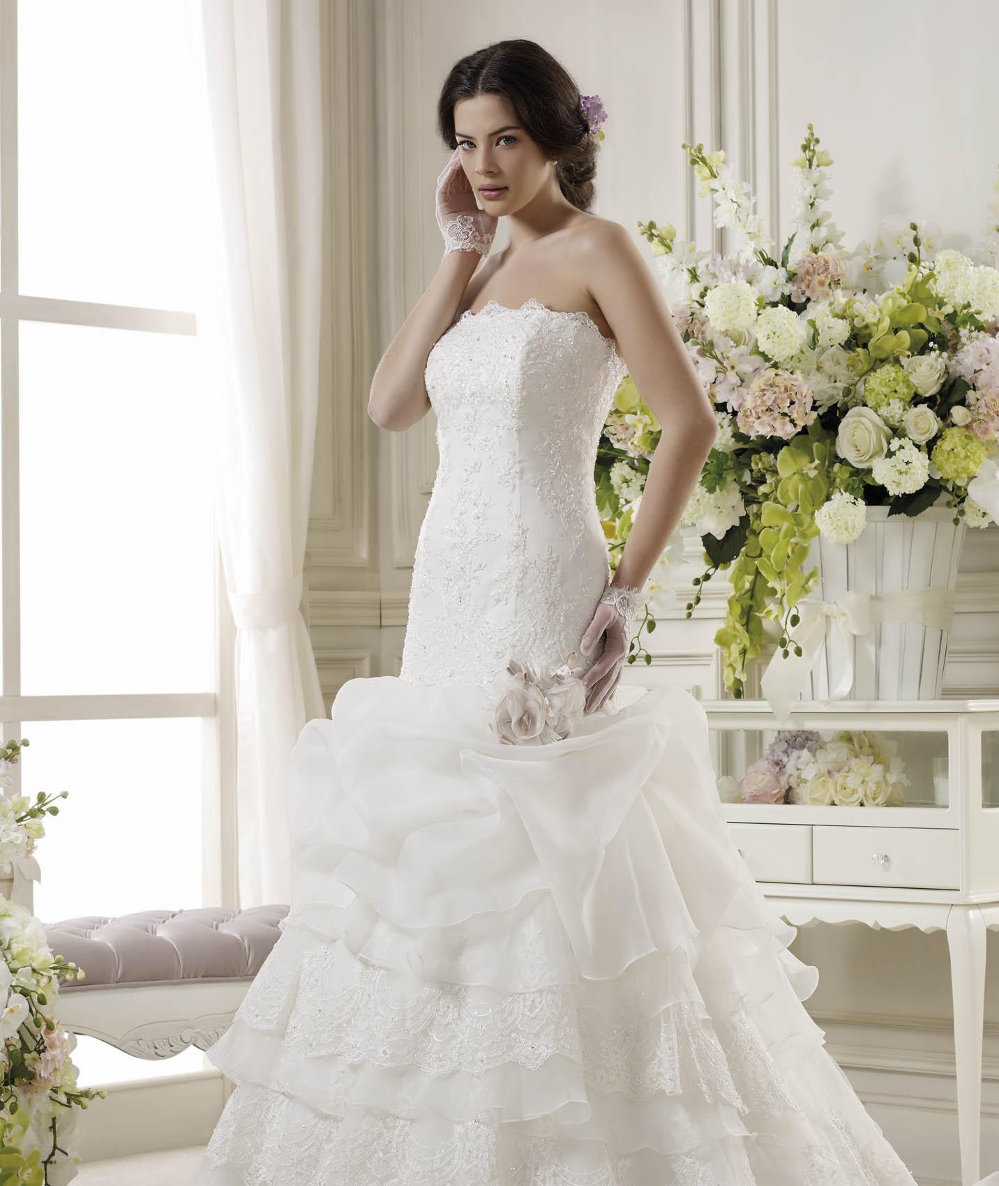 Generous A-line Strapless Beading&Sequins Lace Sweep/Brush Train Organza Wedding Dresses