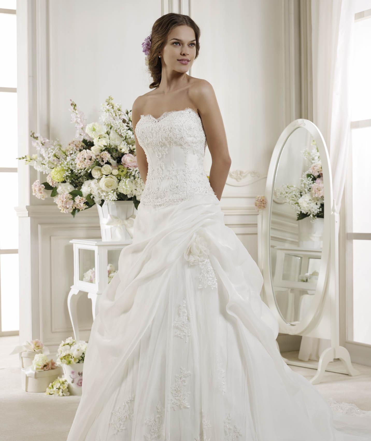 Generous Strapless Beading&Sequins Lace Sweep/Brush Train Organza Wedding Dresses