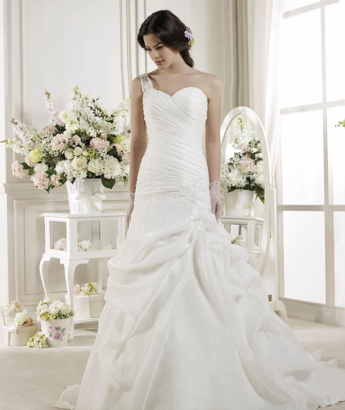 Simple A-line One Shoulder Beading&Sequins Lace Sweep/Brush Train Organza Wedding Dresses