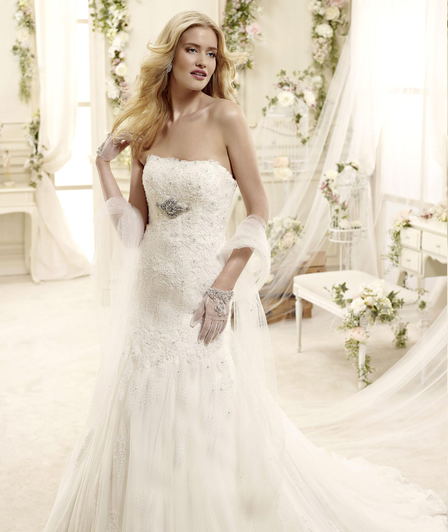 Charming A-line Strapless Crystal Detailing Lace Sweep/Brush Train Tulle Wedding Dresses