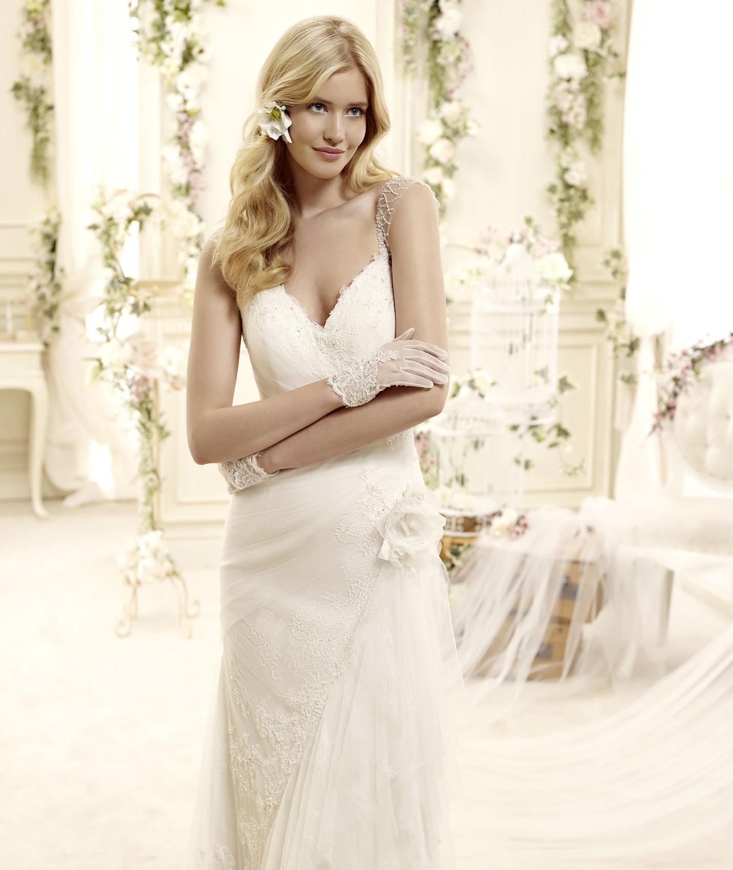 Elegant Sheath/Column Straps V-neck Beading Lace Sweep/Brush Train Tulle Wedding Dresses