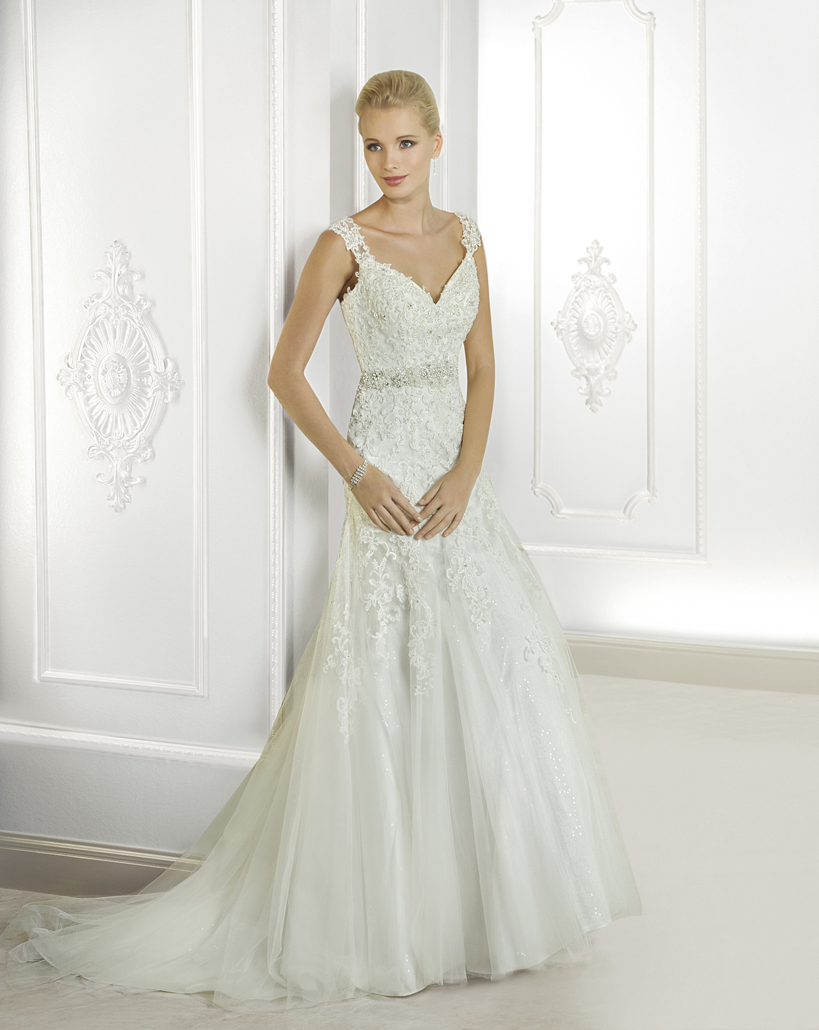 Exquisite A-line Straps Beading&Crystal Lace Sweep/Brush Train Tulle Wedding Dresses