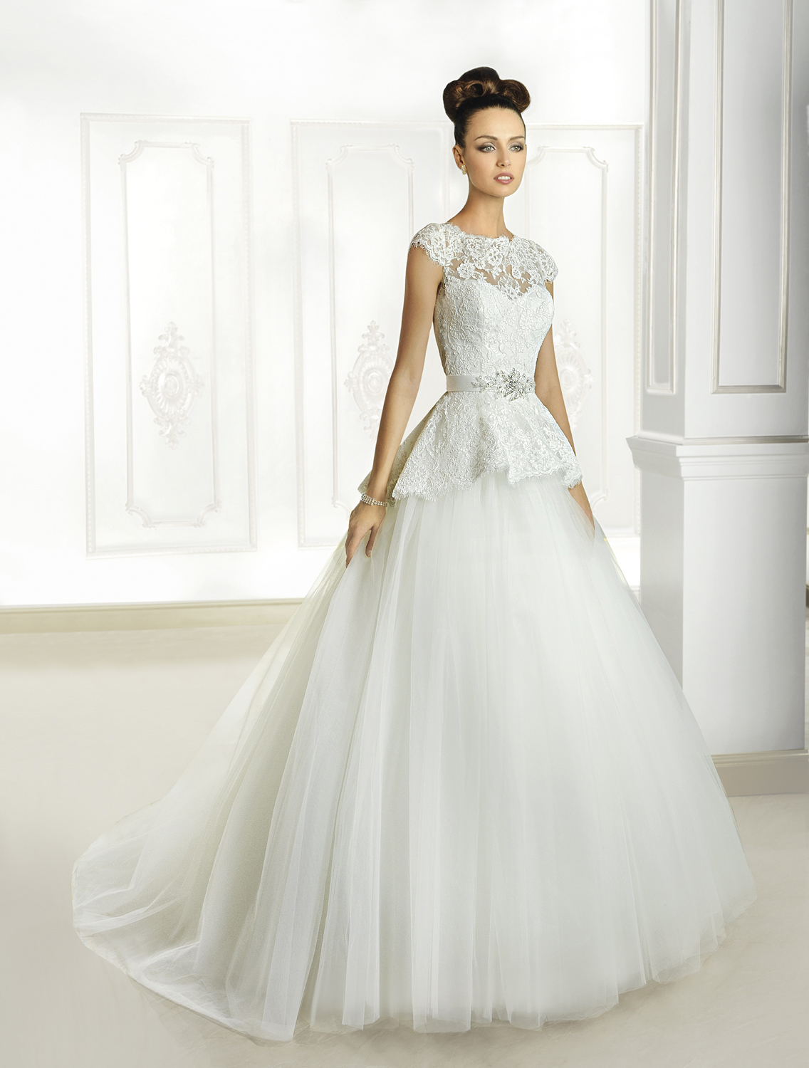 Elegant A-line Straps Beading Lace Sweep/Brush Train Tulle Wedding Dresses