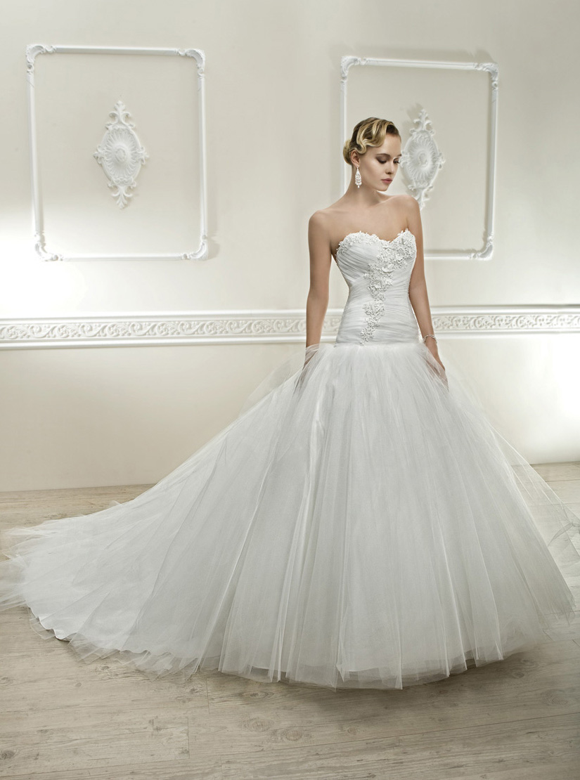 Generous A-line Sweetheart Beading Lace Chapel Train Tulle Wedding Dresses