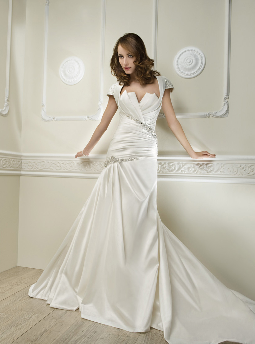 Simple A-line Scalloped-Edge Beading&Sequins Ruching Chapel Train Satin Wedding Dresses