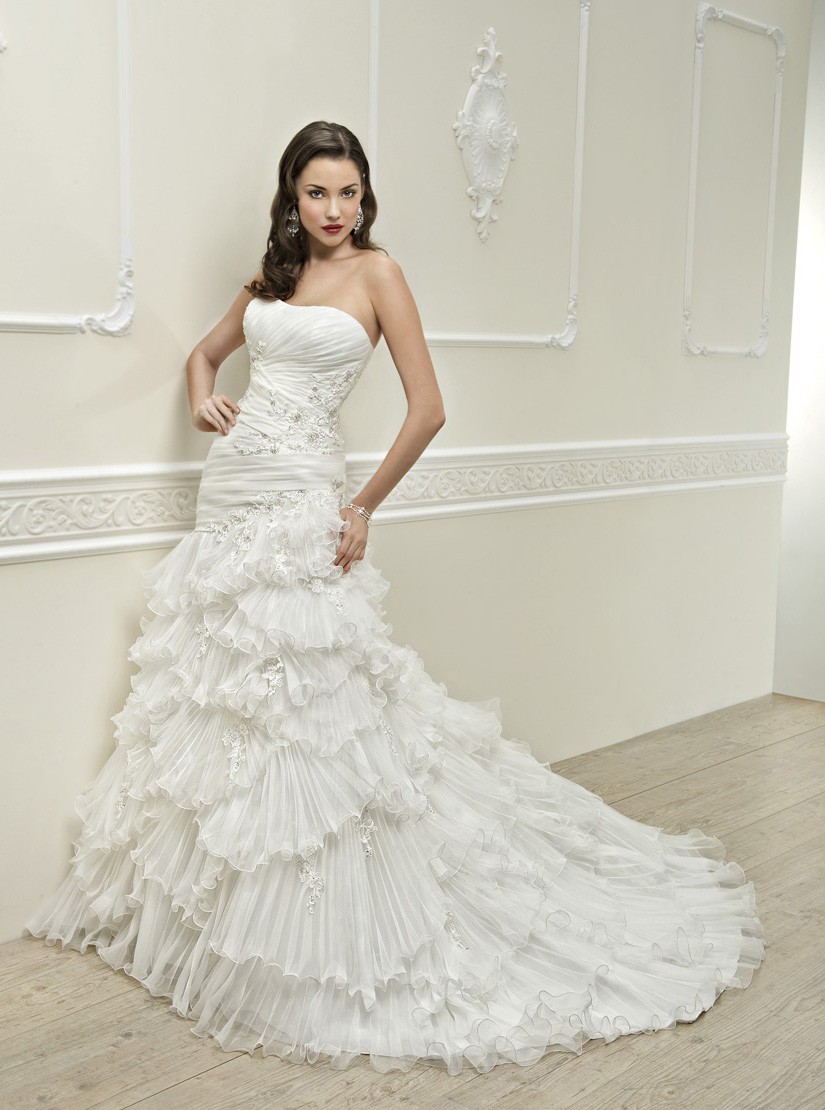 Charming Trumpet/Mermaid Strapless Beading&Sequins Lace Sweep/Brush Train Organza Wedding Dresses