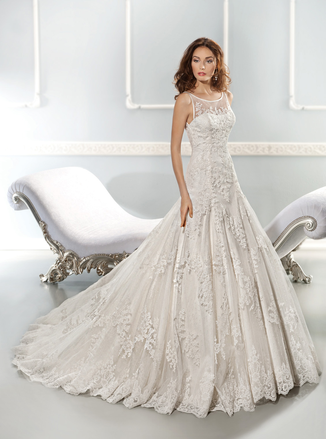 Exquisite A-line Bateau Illsuion Neck Lace Overlay Tulle Chapel Train Wedding Dress